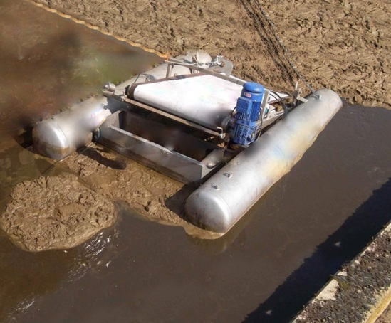 Float-mounted FoamSkimmer installed in oxidation ditch