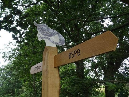 Oak directional signage