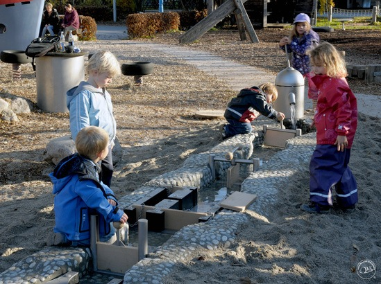 Children are able to experience how a dam works.