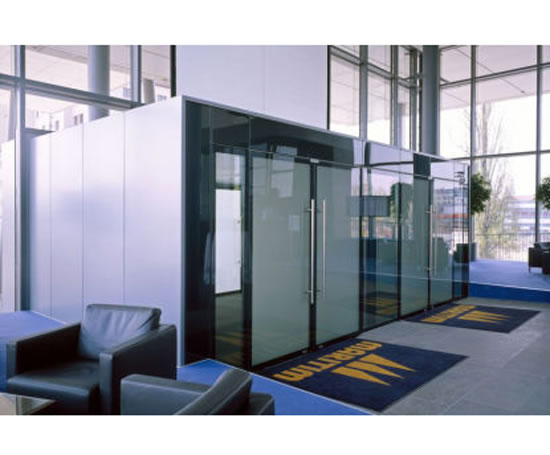 Geze uk ltd igg integrated all glass door and wall system for Glass wall door systems