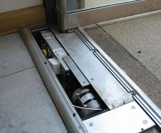 Floor Operator Of Tsa 160 Ufo Automatic Underfloor Door Operator Geze Uk