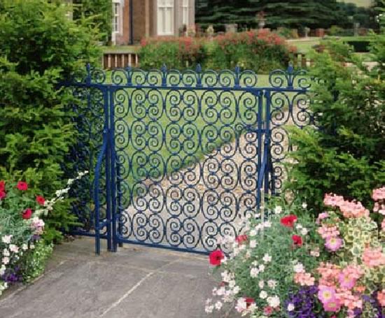 Bespoke decorative metal gates | Hammer and Tongs | ESI External Works
