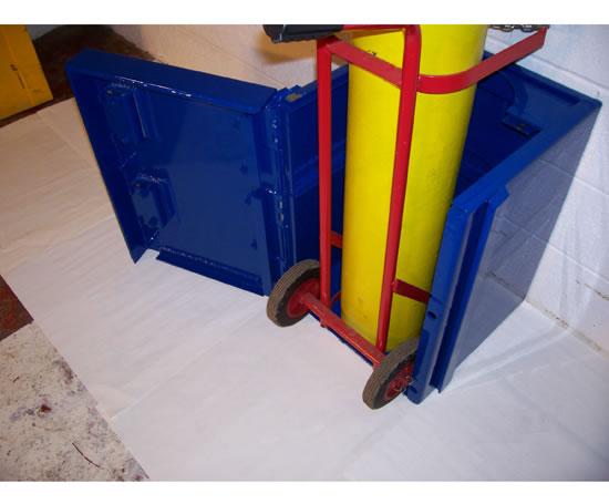 BottleGuardian™ gas cylinder storage device