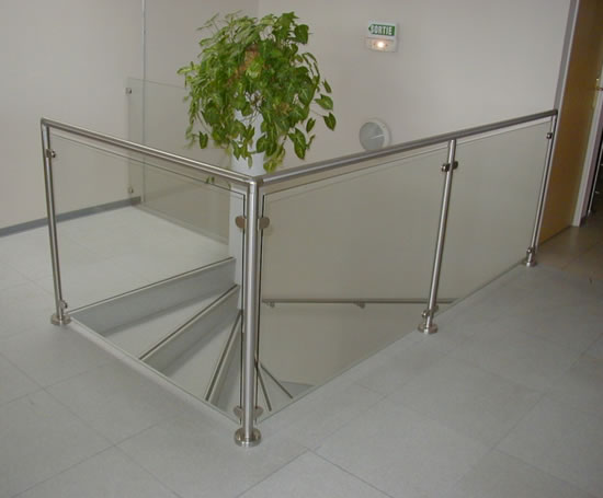 q line bespoke stainless steel balustrades q railing esi building design. Black Bedroom Furniture Sets. Home Design Ideas