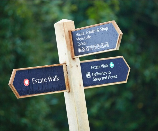 Directional fingerpost signage for visitor attraction