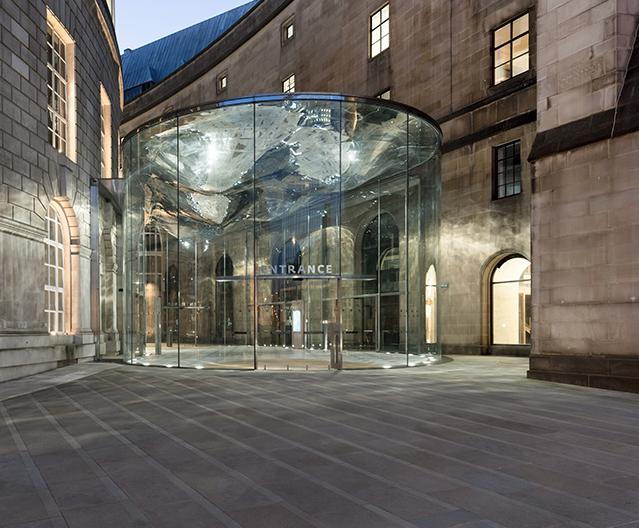 Sliding glass doors for elliptical glass link building