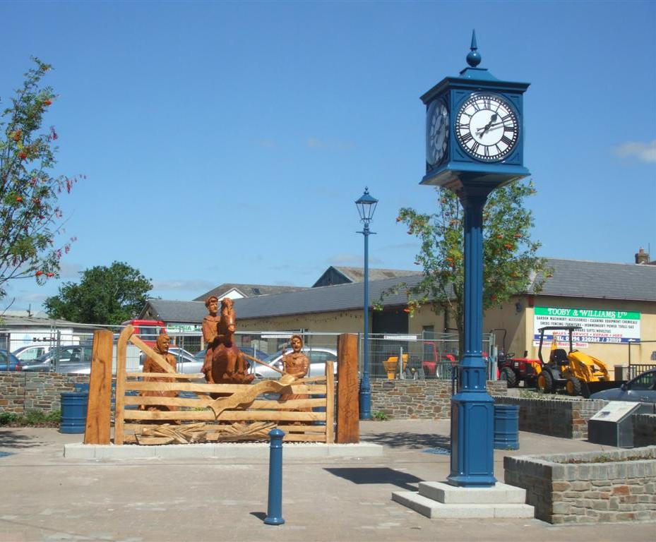 George pillar clock | Good Directions | ESI External Works