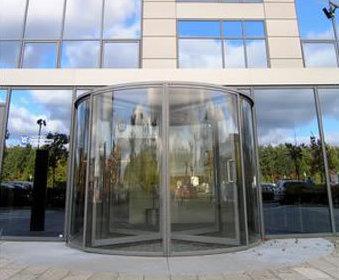 Full glass automatic revolving doors tormax united kingdom esi full glass automatic revolving doors planetlyrics Image collections