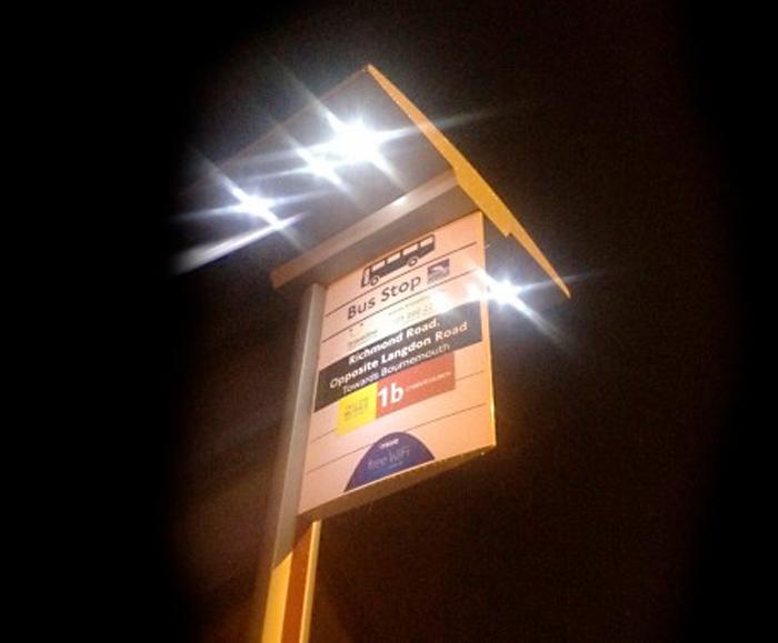 Elite solar bus stop & Solar illuminated bus shelters and bus stops | Trueform | ESI ...