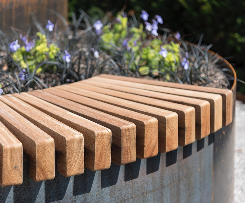 POC - Curved Seating for Planter system