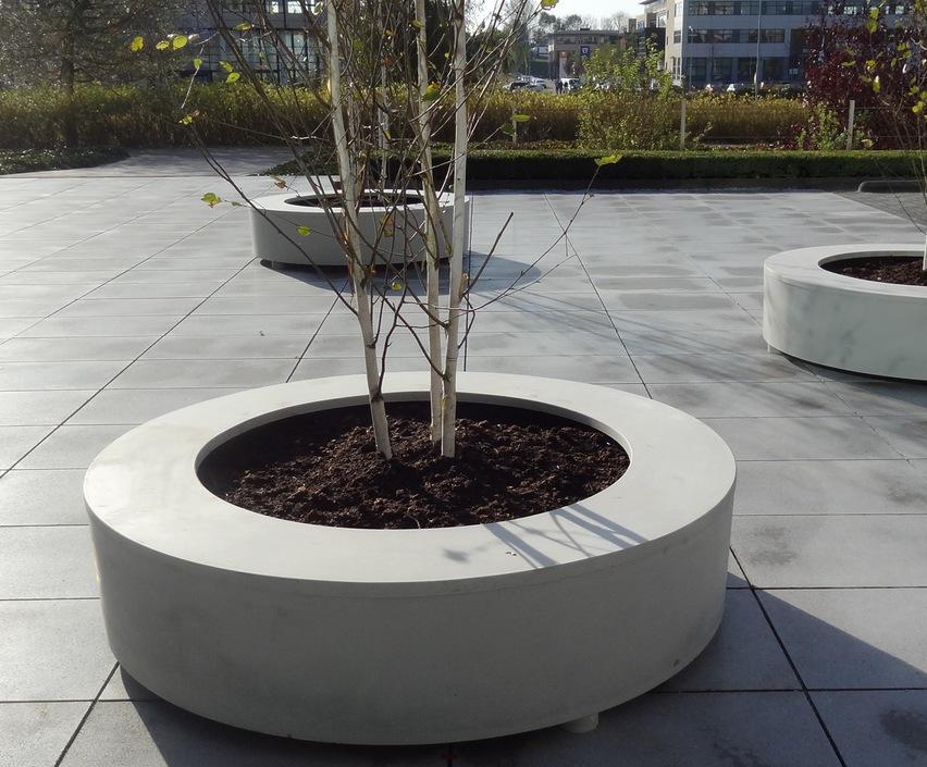 Bodil polymer concrete circular seat planter
