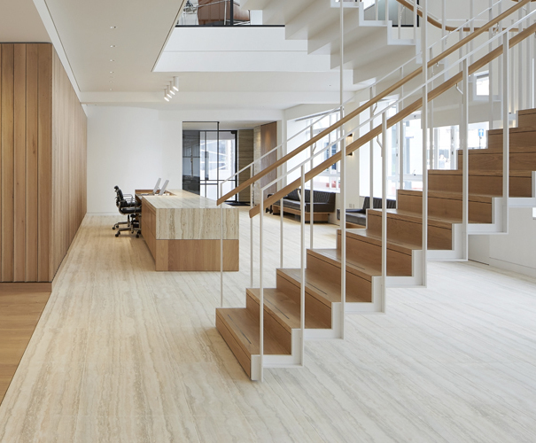 Simple forms and natural materials for minimalist office