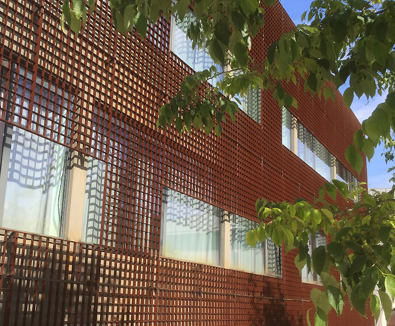 Piazza-132 corten steel grating used as modern cladding