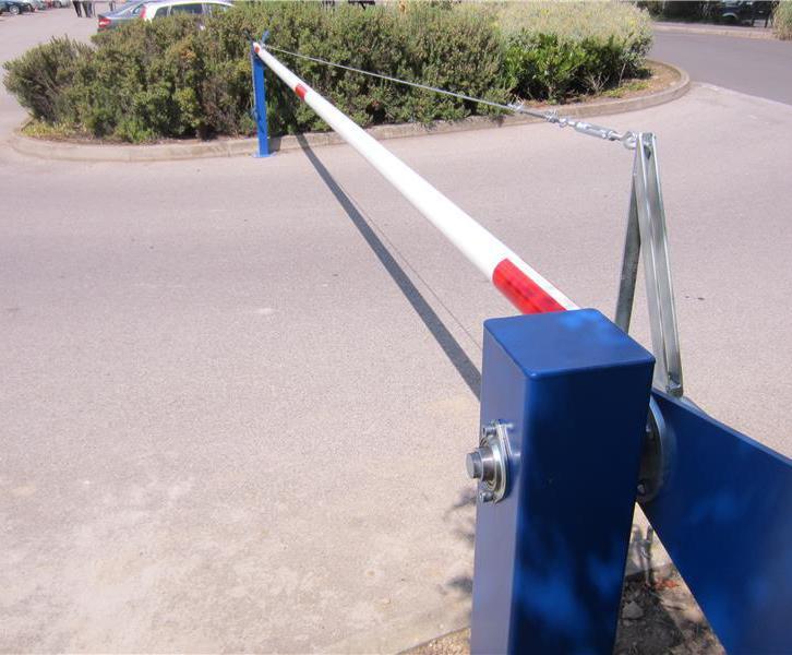 MB1000 manual rising arm car parking barrier | Heras UK