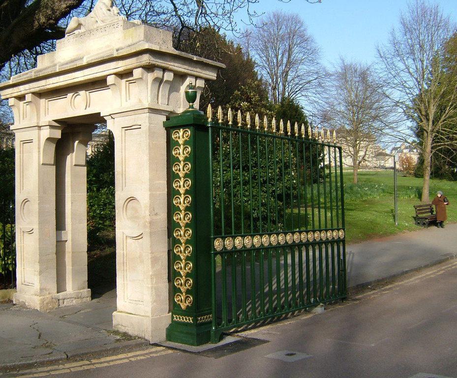 Bespoke cast iron driveway gates | TOPP & CO | ESI External Works