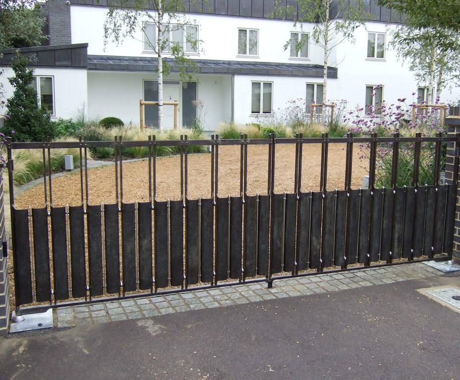 Contemporary steel driveway gates | TOPP & CO | ESI External