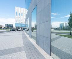 Plaza Birkes (Graphite) and Pepper (Slate) paving
