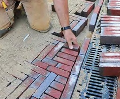 Installing freestyle grating