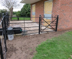 1m bow-top hand gate with hunting latch