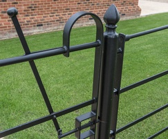 Medium finial post top for gates under 2m wide