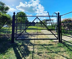 5 bar gate with rabbit wire