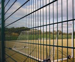Sports fencing system conforms to BS1722: Part 14