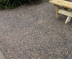 SuDS-complaint resin bound porous surfacing