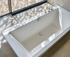 Design & Form: Cabuchon semi-sunken bath for award-winning home