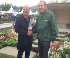 Joe Swift gives People's Choice Award to Peter Langton
