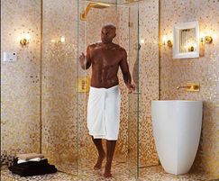 Ovale luxury steam shower with chandelier lighting