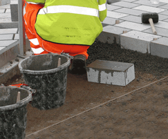 Bedding mortar for natural stone and modular paving