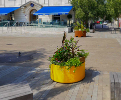 Boulevard Delta Round planter in Signal Yellow