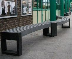 Canvas 30 recycled plastic curved benches
