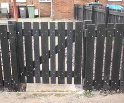 Picket fence in black recycled plastic