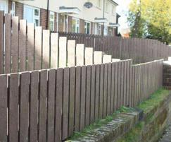 Picket fence with straight top pales