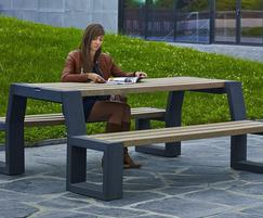 GovaPlast® recycled plastic picnic table and benches
