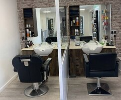 Social distancing screen - hairdressing salon