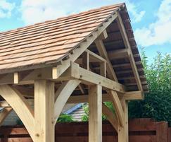 Oak summerhouse with roof made of cedar shingles