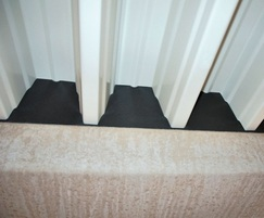Custom-fit foam strips for insulating metal sheet seams