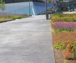 AE100RM landscape edging, London Dockyards