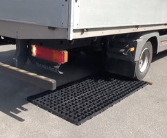 GF40 pavers have a 350 tonnes/m2 load bearing capacity