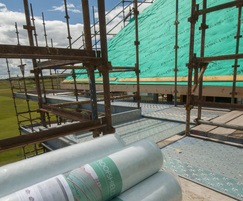Vapour and air permeable roofing underlay