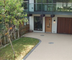 Resin bound porous surfacing for driveway forecourt
