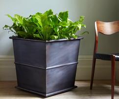 Sylvan Single Ribbed Box planter - copper, grey finish