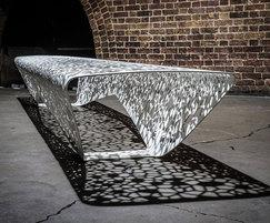 OSSO free-draining street bench