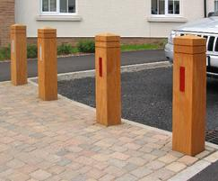ESG200/1500 Epping bollards with reflective strips