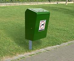 LUK745F Lucky steel dog waste bin root fixed in green