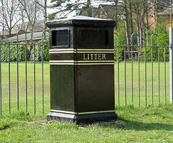 COV702 B LR Covent Garden bin with bird proof flaps