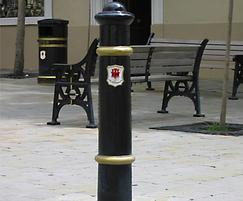 Cannon cast iron bollard with crest and ring highlights