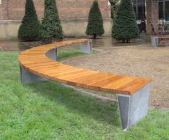 Veeva curved seating with side-to-side platform slats